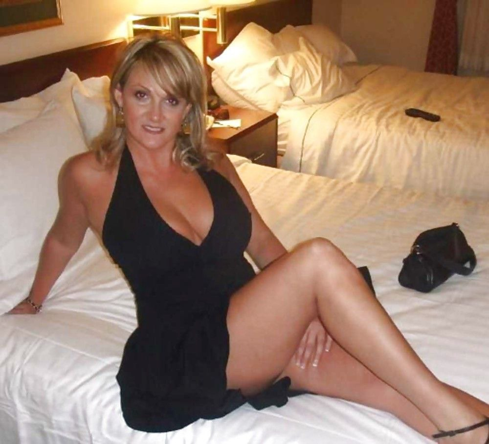 Hot sexy cougar women