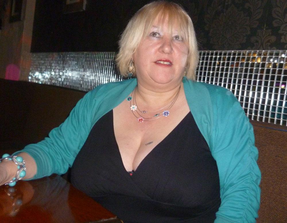 boobs tits granny foto